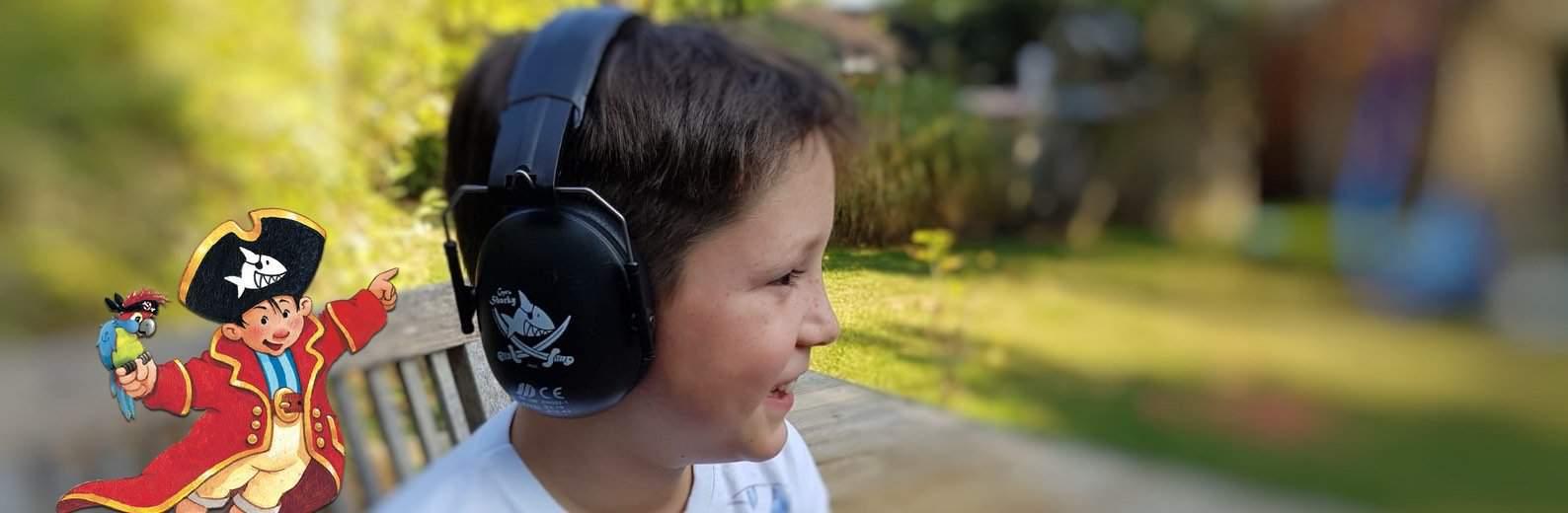 Kinder Gehörschutz Pirat Captn Sharky Junge seitlich mit Figur